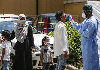 In Rom wird die bengalische Gemeinschaft Corona-Tests unterzogen. Hier aktuelle Aufnahmen aus Rom. - Foto: © ANSA / FABIO FRUSTACI