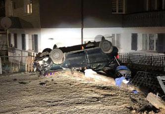 Verlieren der Herrschaft über ein Fahrzeug in Zollhaus, zwei Personen verletzt ©