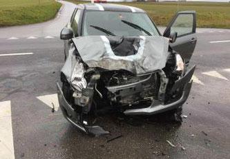 Collision entre deux voitures avec une personne blessée à Morat / Kollision zwischen zwei Autos mit einer verletzten Person in Murten © Tous droits réservés