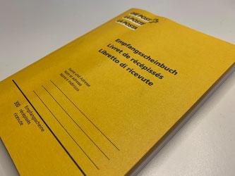 (Noch) nicht wegzudenken: Das gelbe Büchlein • Bildquelle: post-medien.ch
