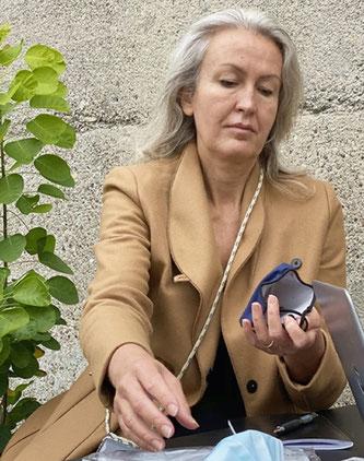 Empa-Forscherin Claudia Som koordiniert das interdisziplinäre Team, das ökologische Faktoren von Corona-Masken analysiert. Foto: Empa