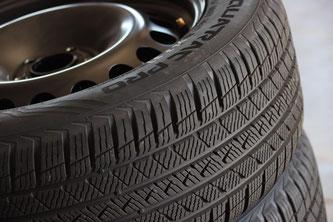 Mit Ausnahme von zwei Reifen kann der TCS alle getesteten Reifenmodelle zum Kauf empfehlen • Bildquelle: obs/Touring Club Schweiz/Suisse/Svizzero TCS / Wolfgang Grube