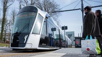 Als erstes Land der Welt werden ab heute für Bus, Bahn und Tram Tickets überflüssig.