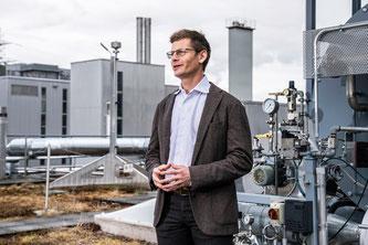 Tom Kober auf dem Forschungsareal des PSI (Foto: Paul Scherrer Institut/Markus Fischer)