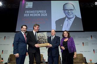 """""""Der Freiheitspreis der Medien"""" ging beim Ludwig-Erhard-Gipfel 2020 am Tegernsee an Fürst Albert II. von Monaco (2.v.r.) (Foto: WEIMER MEDIA GROUP)."""