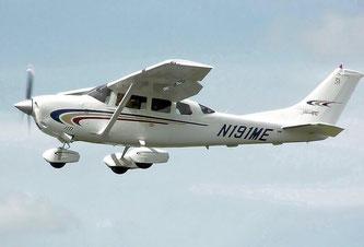 Sinnbild.  Cessna 206H Stationair 2 (July 2005, US registration N191ME).  Quelle: Wikimedia, Adrian Pingstone, public domain.