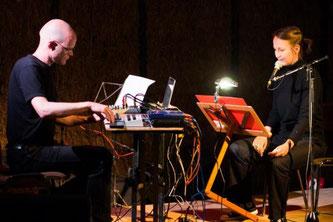 Bildlegende Duo Butterland: Autorin Regina Dürig und Elektromusiker Christian Müller (Foto: Arnold Haberl)