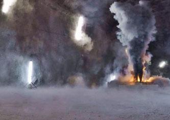 Ein Batteriemodul eines Elektroautos entwickelt beim Brand grosse Mengen von Russ, in dem sich giftige Metalloxide befinden. Bild: Amstein + Walthert / Empa
