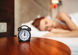 Auch die Gestaltung des Schlafzimmers hat einen wesentlichen Einfluss auf die Qualität des Schlafes. (Bild: pixabay)