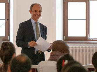 Prof. Dr. Michael Nippa ist Professor für Strategische Führung und Internationales Management an der Freien Universität Bozen-Bolzano in Südtirol / Italien
