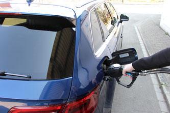 Betankung eines Gasfahrzeugs beim Mobilitätsdemonstrator «move» an der Empa. Foto: Empa