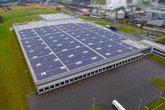 Aldi Suisse hat die grösste durchgehende Solaranlage der Schweiz in Betrieb genommen  Bildquelle: Aldi Suisse AG, aldi-suisse.ch