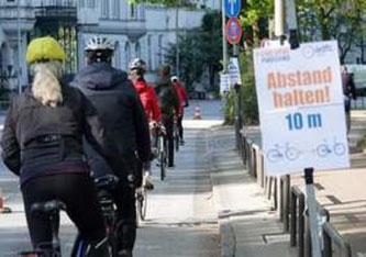 Ideales Verkehrsmittel, um Abstand zu halten und sich sportlich zu betätigen: Das Fahrrad erlebt durch die Corona-Krise einen ungeahnten Aufschwung (Foto: Shutterstock).