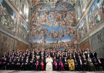 Kirchen-CEO Franziskus zusammen mit Unternehmensvertretern Anfang des Jahres im Headquarter im Vatican (Bild: Shutterstock).