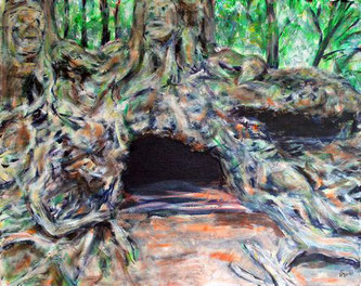 Baumwurzeln ueber einem Hoehleneingang. In den Wurzeln zeichnen sich scheinbar lebende Wesen ab.