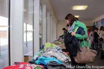 Zahlreiche Eltern kamen in die Seebachschule und schauten und kauften Sachen.