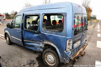 80 jähriger Unfallverursacher übersah PKW einer 21 jährigen, nahm ihr die Vorfahrt und es kam zum Zusammenstoß.