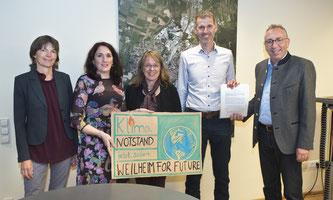 Überreichung der Unterschriftenlisten zum Klimanotstand im Rathaus Weilheim i. OB.
