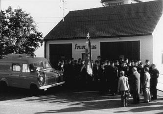 Einweihung des neuen Fahrzeugs durch Expositus Johann B. Hildebrand
