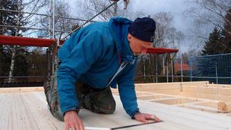 Als alter Schreibtischhengst fühle ich mich immer wohler in meiner neuen Rolle als Bauarbeiter und Bauherr. ;)