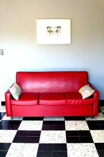 Canapé en skaï rouge des années 60