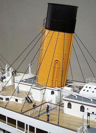 Hier der 3. Schornstein der Titanic im Modell.