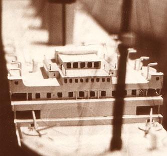 Das war mein Papp-/Holzmodell der Titanic mit 14 Jahren...