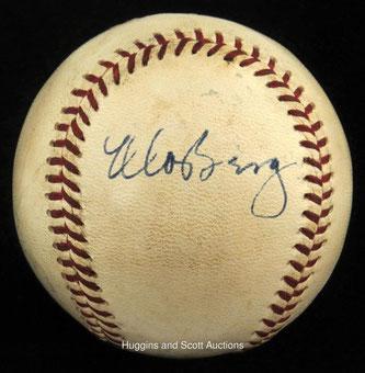 La rarissima palla firmata da Moe Berg sarà battuta all'asta da Huggins & Scott  dal 31 Ottobre al 10 Novembre e la base d'asta sarà dai 10.000 ai 15.000 dollari. In precedenza un'altra palla firmata da Moe è stata venduta a 35.000 dollari
