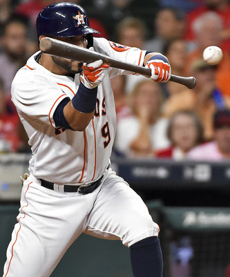 Marwin Gonzalez  Houston Astros' esegue un bunt  (AP Photo/Eric Christian Smith)