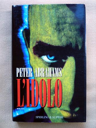 La copertina del libro di Peter Abrahams L'Idolo