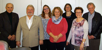 Ein Teil der geehrten Mitglieder mit der NABU-Vorsitzenden Britta Böhringer-Retter (4. von links). Foto: NABU/ Christoph Armbruster