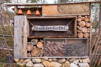 Insektenhaus auf der Huskyfarm Nomadic Naali