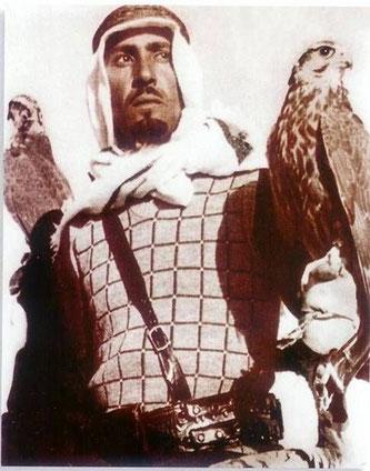 Le futur Roi est un grand fauconnier amoureux du Désert.