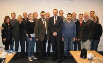 Bildmitte v.l.: Markus Schiek FDP Fraktionsvorsitzender, Dr. Johannes Hütte, Geschäftsführer Klinikum Lippe