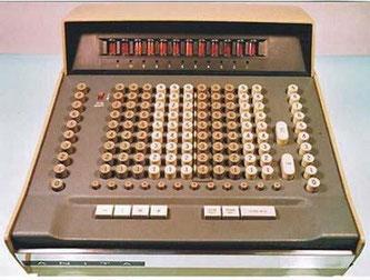Première machine à calculer électronique Anita VII en 1961