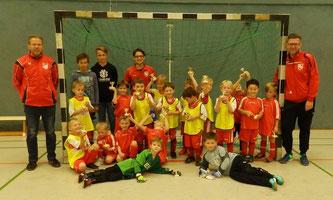 Die Bambinis des SV Schermbeck und des Sickingmühler SV mit Ihren Trainerteams