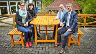 Im Bild sind Linda Harsheim von der Firma Intercord, Heimleiterin Bettina Weber, Wolf Dieter Kirchner vom Priorat und Intercord Geschäftsführer Ramazan Yasbay.