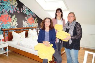 Foto: Fabmatics von links: Antje Herrmann, Geschäftsführerin von Sonnenstrahl e.V., Kathrin Kammer sowie Grit Zeiner