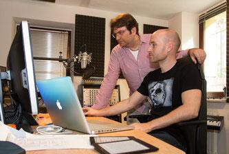 Sprecher Alexis Krüger (l) und Aufnahmeleiter Danny Mengemann