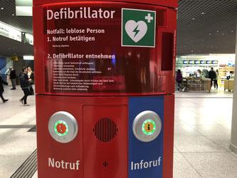 Notrufsäule mit Defibrillator - Foto: SPD