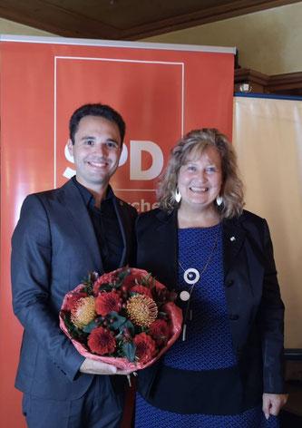Stv. Landrätin Annette Ganssmüller-Maluche gratuliert Matteo Dolce zur Wahl