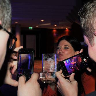 Erfolg und Spaß gehen Hand in Hand: Karin Brown mit dem Huawei CSP-Award