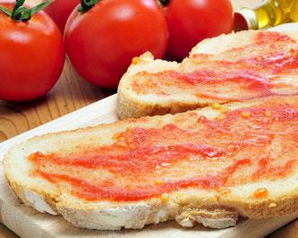 Каталонские типичные закуски. Хлеб с помидором