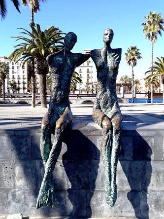 Скульптуры Барселоны. Двое