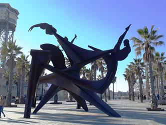 Уличная скульптура Барселоны. Посвящение плаванию.