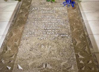 Надгробная плита Антонио Гауди