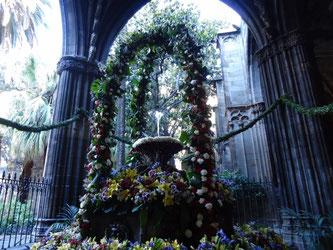 """Традиции Барселоны (Каталония): """"танцующее яйцо""""."""