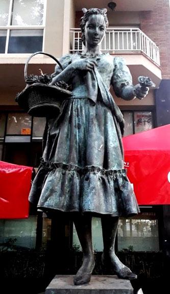 Уличная скульптура Барселоны. Ракель Меллер