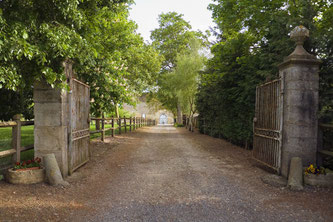 Entrance drive to Claque-Pepin