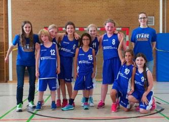 Team und Trainerinnen freuten sich über einen gelungenen Saisonauftakt beim ersten Turnier in Achim.